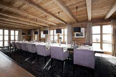 Создатели Chalet N, которое было совсем недавно построено в одном известном зимнем курорте Австрии, уверяют, что любой, кто побывает здесь, будет помнить этот отдых до конца своих дней. И глядя на потрясающие виды, открывающиеся из окон этой роскошной деревянной виллы, с ними просто невозможно не согласиться! К тому же, шале расположилось в красивом и практически …