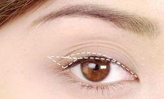 Usar um delineador líquido por ser um verdadeiro desafio para as meninas, mas com estas dicas vocês vão conseguir :) #maquiagem #delineado #makeup