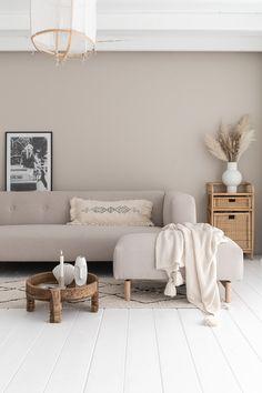 By SIDDE - ELLE INTERIEUR Living Room Designs, Living Spaces, Room Wall Colors, Interior Decorating, Interior Design, Scandinavian Living, Apartment Design, New Room, Colorful Interiors