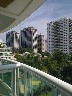 Visão do Rio pela sacada de hotel.