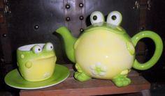 what IS it about frogs that is just so darn cute??!??  lol ----Ceramic Google Eyed Frog Toby Teapot Matching w Cup & Saucer by Burton & Burton | eBay
