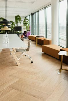 Double Herringbone parquet floor by Timberwise, Oak Herringbone Nordic, brushed hard wax oiled - Tupla Kalanruotoparketti Timberwiseltä, Tammi Herringbone Nordic, harjattu öljyvahattu.