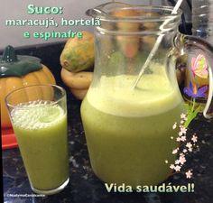 Vida saudável! Suco de maracujá, hortelã e espinafre: tão bom! E não precisa adoçar!