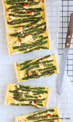 Quiche with green asparagus and goat cheese - Mind Your Feed Lunch Recipes, Vegetarian Recipes, Cooking Recipes, Healthy Recipes, Healthy Food, Lunch Restaurants, Savoury Baking, Snacks Für Party, Small Meals
