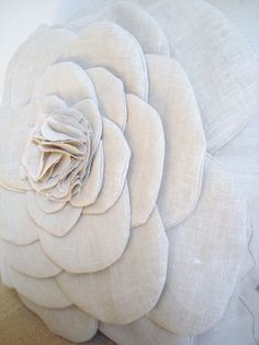 flower pillow tutorial by burlap+blue