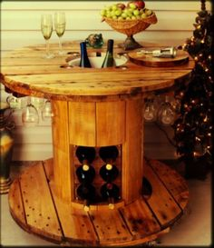 cable spool tables Looking for a cheap and creative DIY furniture ideas?Take a look and be inspired with cable spool furniture ideas that we prepared for you! Backyard Furniture, Pallet Furniture, Furniture Ideas, Homemade Furniture, Cheap Furniture, Discount Furniture, Furniture Design, Outdoor Furniture, Bois Diy