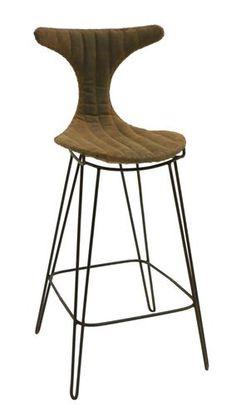 Barstol med sorte metallben og sete i imitert brunt skinn