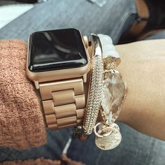 Arm candy- rose gold Apple Watch band and stacked bracelets - Modern Apple Watch Bands Gold, Apple Watch Bands Fashion, Apple Watch Bracelets, Rose Gold Apple Watch, Apple Band, Arm Candy Bracelets, Smartwatch, Apple Watch Accessories, Iphone Accessories