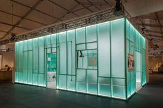 Daniel Arsham turns his Design Miami booth into a cabinet of curiosities Atlanta Art Museum, Japanese Tea House, New York Galleries, Cabinet Of Curiosities, Art Basel Miami, Art Sculpture, Open Plan Living, Furniture Arrangement, Glass Panels