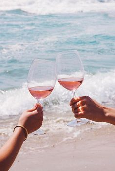 Durable lead-free crystal glasses by RÖD Wine. Red Wine, White Wine and Champagne glasses! Comes in a beautiful gift box. Jus Detox, I Need Vitamin Sea, Wine Photography, Michelin Star, In Vino Veritas, Wine Time, Tone It Up, Photo Instagram, Summer Of Love