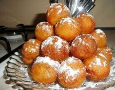 Gogosi pufoase, făcute cu lingura. Reteta este mostenită de la bunica si chiar iti aduce aminte de gustul copilăriei. • Gustoase.net Russian Cakes, Russian Desserts, Russian Recipes, Sweet Desserts, Easy Desserts, Middle East Food, Beignets, Desert Recipes, International Recipes