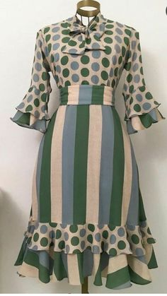 Fashion Line, 70s Fashion, Fashion Dresses, Womens Fashion, Lace Dress Styles, Blouse Styles, Cute Dresses, Beautiful Dresses, Modelos Fashion