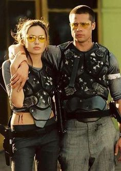 Angelina Jolie and Brad Pitt in Mr and Mrs Smith is where he made his mistake & cheated on Jennifer Aniston-stupid! Brad And Angie, Brad Pitt And Angelina Jolie, Jolie Pitt, Angelina Movie, Mr And Mrs Smith, Celebrity Couple Costumes, Celebrity Couples, Movie Couples Costumes, Iconic Movies