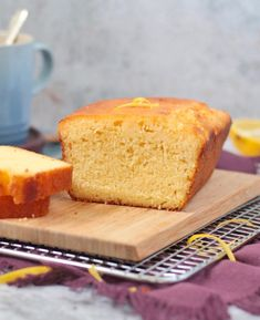 The super easy Lemon Cake Recipe is drizzled with a low-sugar lemon icing. Easy Lemon Drizzle Cake, Lemon Loaf Cake, Lemon Icing, Lemon Dessert Recipes, Easy Cake Recipes, Coconut Tart, Icing Ingredients, Tea Cakes, Biscuit Recipe