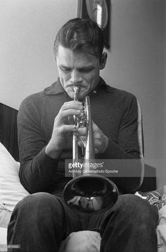 Portrait of the american jazz trumpeter Chesney Henry 'Chet' Baker, sitting on a bed and playing trumpet, Lucca, Rhythm And Blues, Jazz Blues, Jazz Artists, Music Artists, Sound Of Music, Music Is Life, Chet Baker, Classic Jazz, Trumpet Players