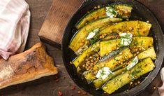 Stekt zucchini o myntayoughurt - Läcker smårätt som med lite kyckling eller nötfärsbiffar blir en hel middag.