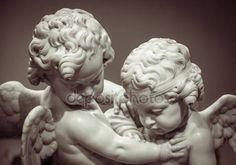 Bela estátua em mármore de dois anjos — Fotografias de Stock © gilmanshin #116330704