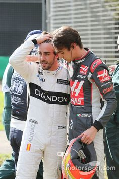 Fernando Alonso, McLaren et Esteban Gutierrez, Haas F1 Team après leur accident