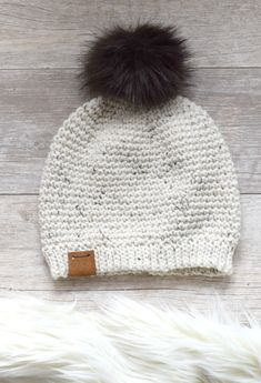 This beginner friendly crochet hat pattern is so beautiful and looks knit! I love that it's made from the top down so you can decide how long or short you would like it. Free crochet pattern and tutorial available! Easy Crochet Hat, Bonnet Crochet, Simply Crochet, Crochet Round, Free Crochet, Crochet Geek, Beginner Crochet, Beanie Pattern Free, Crochet Beanie Pattern