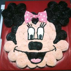 Minnie Mouse - Best Birthday Pull Apart Cupcake Cakes. Simple creative cake inspiration for a birthday party celebration.