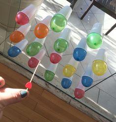 Estourando balões com ajuda de um palito