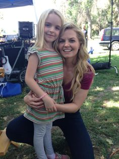 aww how cute is this pic? Jennifer Morrison with the young actress who portrayed her in Sunday'sepisode