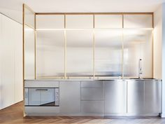 Véder is a minimalist kitchen renovation located in Milan, Italy, designed by Giacomo Moor Minimalist Kitchen Renovation, Minimal Kitchen, Minimalist Interior, Minimalistic Kitchen, Metal Kitchen Cabinets, Glass Kitchen, Kitchen Decor, Interior Design Tips, Interior Design Kitchen