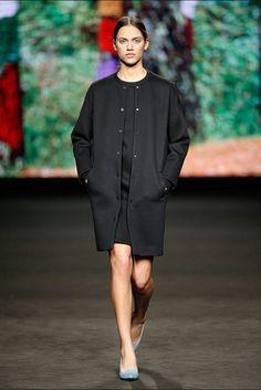 Lebor Gabala. Colección otoño-invierno 2015/2016. 080 Barcelona Fashion Brand, Fashion News, Womens Fashion, 080 Barcelona, Vogue, Fall Winter 2015, Back To Black, Wearing Black, Minimalist Fashion