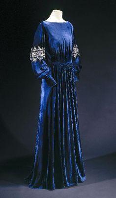 Dress by Jeanne Lanvin, 1936 Paris 1930s Fashion, French Fashion, Art Deco Fashion, Vintage Fashion, Fashion Design, Jeanne Lanvin, Vintage Outfits, Vintage Gowns, Moda Vintage