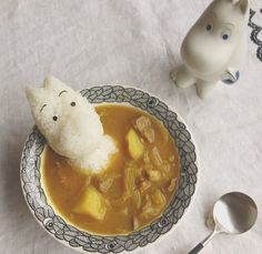 STOP. IT. !!! Moomin shaped rice on the side!!!