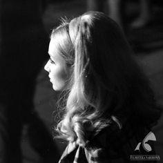 "Pola Raksa w filmie Stanisława Barei ""Przygoda z piosenką"", Earth Goddess, Black And White Portraits, Perfect Woman, Role Models, Retro Fashion, Polish, Actresses, Actors, Chic"