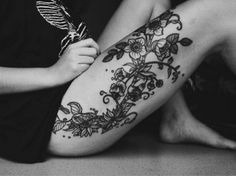 Sexy Thigh Tattoo Designs and Ideas for Girls14