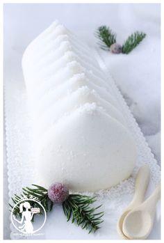 Bûche vanille Mangue Passion ( fruits frais ) – Les délices de Pompou Dacquoise Coco, Christmas 2019, Xmas, Cute Cakes, Christmas Desserts, Panna Cotta, Deserts, Cooking, Ethnic Recipes