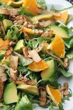 """Lekka, prosta i kolorowa sałatka z pomarańczą, awokado i orzechami. Sałatka pod roboczą nazwą """"czyszczenie lodówki"""" ;) Dużo witamin i zd... Diet Recipes, Vegetarian Recipes, Cooking Recipes, Ensalada Thai, Healthy Meal Prep, Healthy Eating, Healthy Recepies, Sprout Recipes, My Favorite Food"""