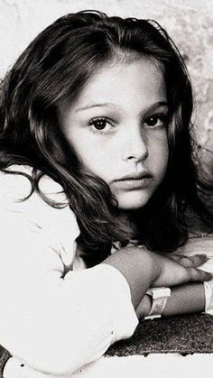 Can you can recognise these Hollywood stars as kids? These are the baby faces of some of Hollywood's biggest stars, before they walked the red carpet when their parents' praise, not the critics, was all that was on offer. Can you work out who they are? Jennifer Lopez, Mathilda Lando, Madonna, Young Celebrities, Baby Faces, Brooke Shields, Jolie Photo, Grunge Hair, Hollywood Stars