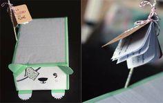 Mascota con una caja de cartón