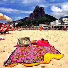 """!!! ALERTA PROMO !!! Nossos kits de Toalha Canga + Almofadinha por R$100 + frete   Para saber mais: (11) 9.9939.1413"" Beach Towel, Beach Mat, Beach Supplies, Homemade Gifts, Sewing Projects, Surfing, Outdoor Blanket, Ocean, Cool Stuff"