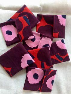 "Small icky bag, MINI Unikko Red flowers. 4"" x 5"""