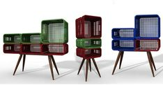 I've had many posts about upcycling ideas. The creativity and ingenuity that people have is so interesting to me. For those of us who adore. Milk Crate Furniture, Deco Furniture, Recycled Furniture, Living Furniture, Milk Crate Shelves, Milk Crates, Bureau New York, Plastic Crates, Wooden Crafts