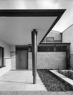 Outside view, Maison Louis Carré, Bazoches-sur-Guyonne (FR), 1956-1959
