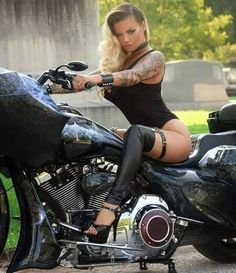choppers and stuff Biker Chick Outfit, Chicks On Bikes, Hot Bikes, Super Bikes, Biker Girl, Car Girls, Instagram, Motorcycle Paint, Motorcycle Travel