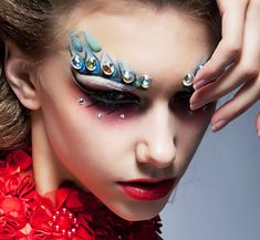 Rave Makeup Ideas - If you're looking for inspiration for the right rave makeup, check out a few excellent ideas that also fall in line with fresh makeup trends for a cool look. Makeup Trends, Makeup Ideas, Fresh Makeup, Skin Makeup, Rave Make Up, Crystal Tattoo, Face Gems, Festival Makeup, Mermaid Makeup