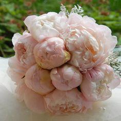 Svatební kytice z růžových pivoněk