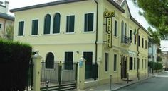 Hotel Cris Mestre Located 200 metres from Mestre Station, staying at Hotel Cris means you can reach Venice in a matter of minutes. Leave your car at the free car park.  Each room is equipped with air conditioning and a TV.
