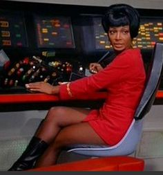 Lt. Uhura (Nichelle Nichols) - Star Trek: The Original Series