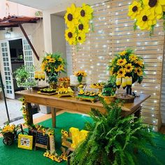 Niver aline 35 Sunflower Party Themes, Sunflower Birthday Parties, Sunflower Home Decor, Birthday Party For Teens, 21st Birthday Gifts, 16th Birthday, Quince Themes, Sunflower Baby Showers, Desert Table