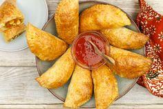 Indische pasteitjes met kip Snack Recipes, Cooking Recipes, Healthy Recipes, Healthy Food, Indian Food Recipes, Asian Recipes, Tapas, A Food, Food And Drink