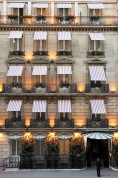 Hotel Lancaster // Paris, France // Europe // old building // old world charm // cute hotel // exotic travel destinations // dream vacations // places to go Paris Hotels, Hotel Paris, Oh The Places You'll Go, Places To Travel, Travel Destinations, Piscina Hotel, Paris Champs Elysees, Canvas Awnings, Windows