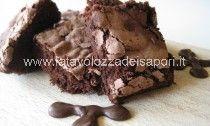 Brownie al Cacao, Senza Burro, Olio, Lievito e Farina http://www.latavolozzadeisapori.it/ricette/brownie-leggero-al-cacao-senza-burro-olio-e-lievito