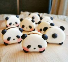 Just when you thought macarons couldn't get any cuter, somebody dialed it up to a 10 and made them panda-shaped. We're bringing you adorable animal-shaped sweets from Toronto-based baker Melly Eats World, who has attr.Panda Macarons & More Incredible Cute Desserts, Delicious Desserts, Dessert Recipes, Yummy Food, Tasty, Panda Party, Cute Food, Creative Food, Food Art